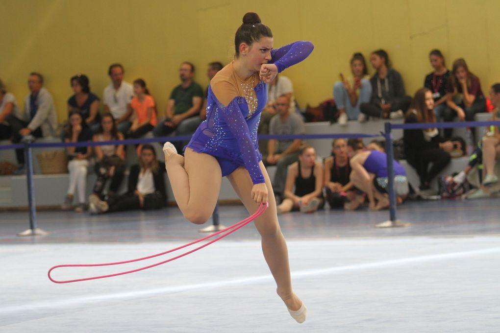 CEnt cinquante gymnastes rythmiques ont assuré un beau spectacle ce dimanche au gymnase Alain Colas