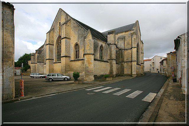 Diaporama église fortifiée de Saint Just Luzac