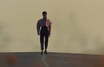 """La marcheuse"" : le dernier clip de Christine and the Queens"