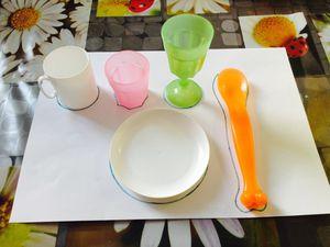 Mettre la table (atelier inspiré de la méthode Montessori) avec les enfants d'age préscolaire