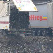 """VIDEO. """"Pièces à conviction"""" : scandales et gros profits dans le secteur des déchets"""