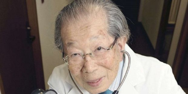 Médico japonés que vivió hasta los 105 años comparte 12 de sus principios para una larga vida