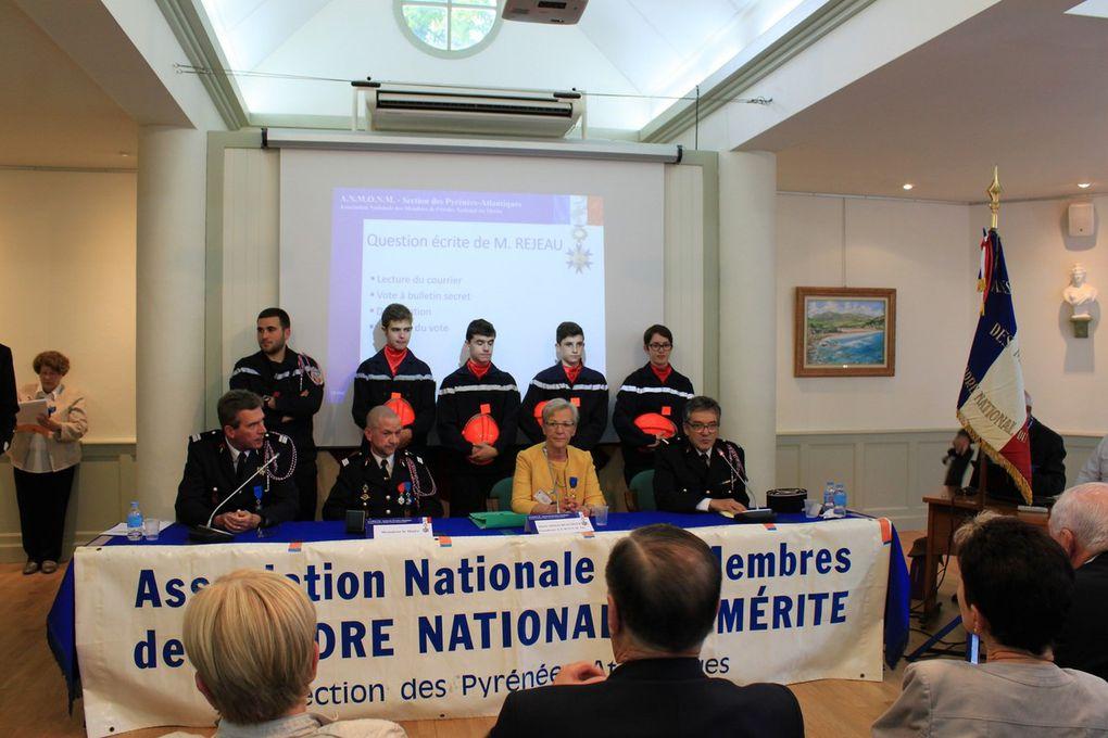 L'accord signé entre la Présidente Départementale de  l'A.N.M.O.N.M et le Capitaine des  Pompiers de Cambo, en faveur des jeunes.