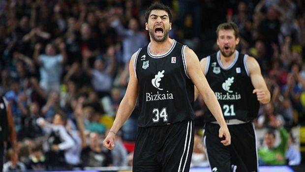 Anadolu Efes sign Kostas Vasileiadis