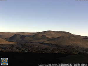 Fagradalsfjall / vent # 5 in Geldingadalur - activity phases at 06:30, 07:20 and 08:20 on 02.05.2021 - langihryggurN webcam - one click to enlarge