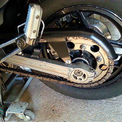 Fabrication d'une protection de chaIne moto