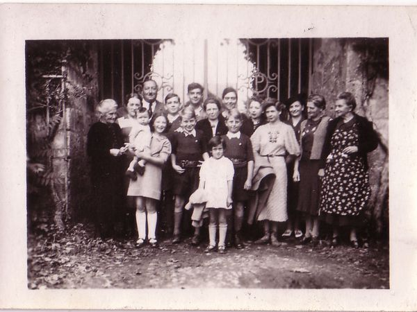 Au Portail, à Jazeneuil, vers Mai 1940.. à confirmer..