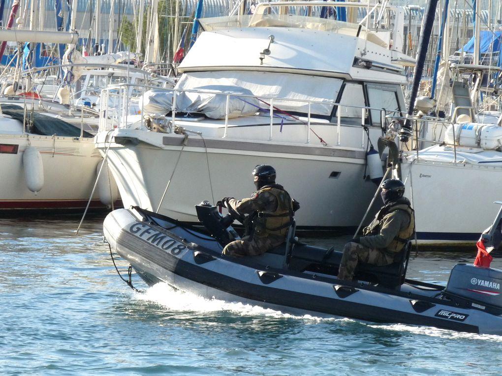 Zodiac 08  du groupement des Fusilliers Marins en surveillance  de rade le 02 décembre 2016