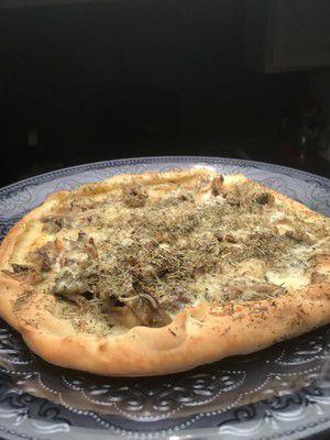 Pizza aux champignons et magret de canard séché