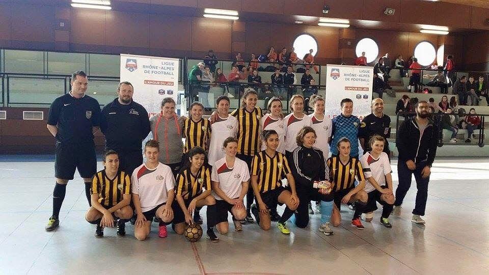 Les deux équipes  finalistes; En jaune et noir l'AS Charreard futsal