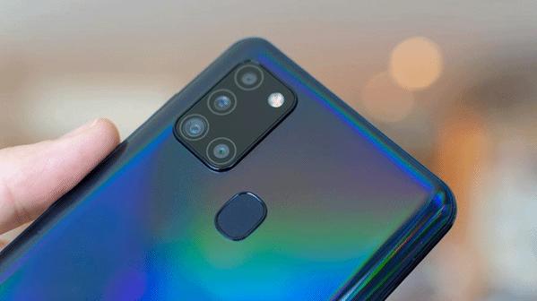 Comment réparer l'écran du Galaxy A21s qui reste noir figé ?