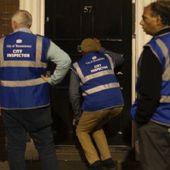 La Stasi des Bars & Pubs au Royaume-Uni : Des Britanniques patrouillent dans les rues pour vérifier si les bars sont bien fermés - Wikistrike