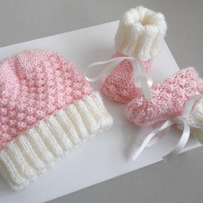 Tricot bébé bonnet et chaussons laine bb