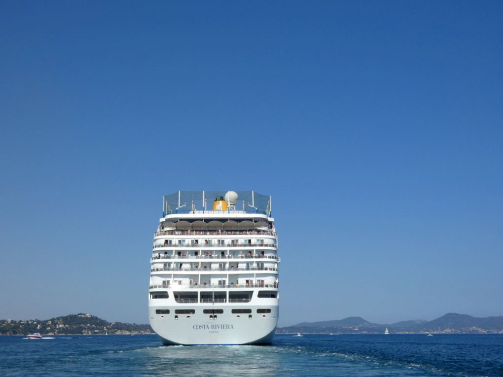 COSTA néo RIVIERA  en manoeuvres en petite rade de Toulon le 01 juillet 2019