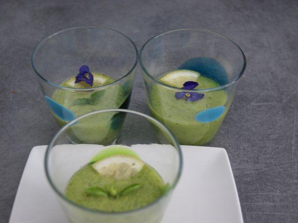 Soupe froide concombre, basilic et citron