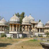 Cénotaphes des mahârâjas du Mewâr à Ahar - Udaipur - LANKAART