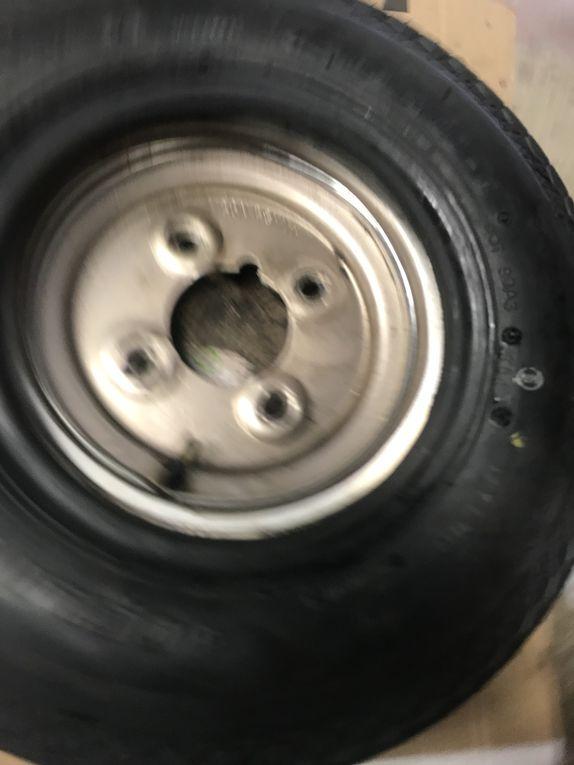Goldwing Unsersbande - Remorque Squire changer ses pneus tout seul ou alone
