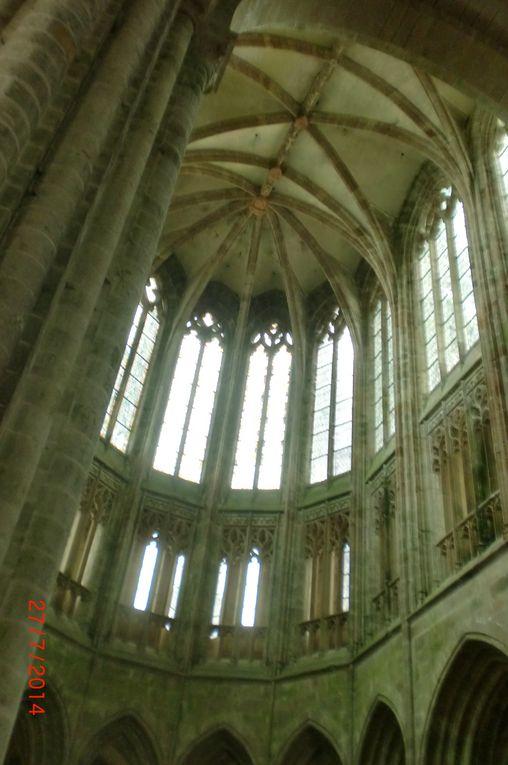 une bonne marche sous les couleurs de l'étoile de Martin.De belles rencontres ;un chemin tranquille,mais un but bien magique au pied des fortifications de la légendaire abbaye.ULTREÏA.
