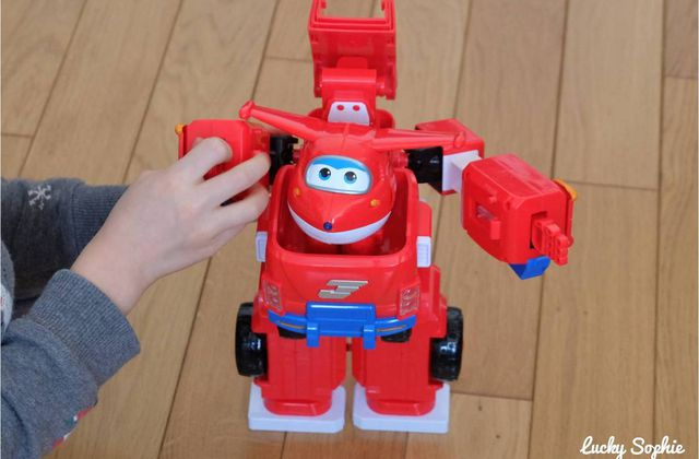 Super Wings, le super robot transformable