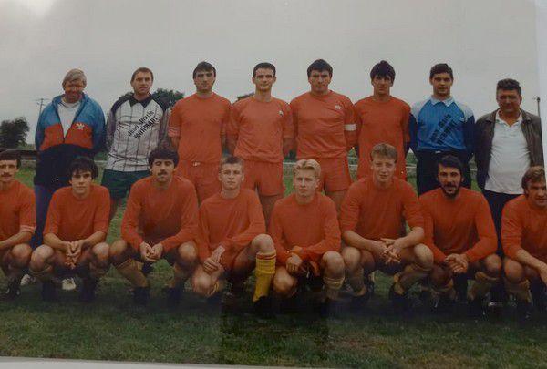 L'équipe de Bioul en 1988-1989 en P2.