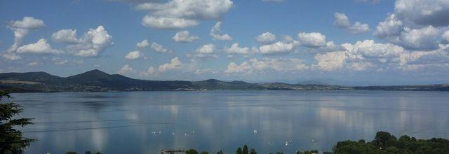 Bracciano , le lac et le château