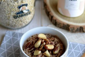 Porridge au chocolat et aux fruits secs