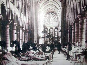 1917 Hopital dans la Cathédrale