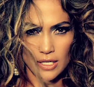 JENNIFER LOPEZ, UNA WONDER MUMMY.