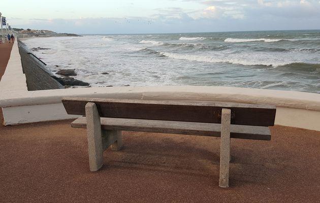 Grande marée aux Sables d'Olonne sur la plage du Tanchet