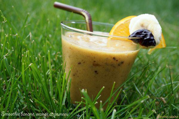 Smoothie orange, banane et pruneau