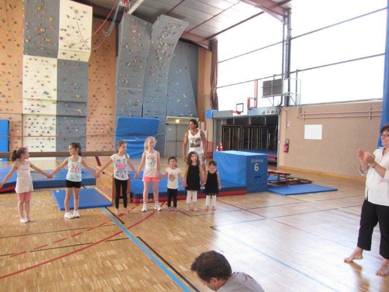 Les enfants ont présenté  à leurs parents les différents mouvements appris avec Alexandre . Félicitations  à tous