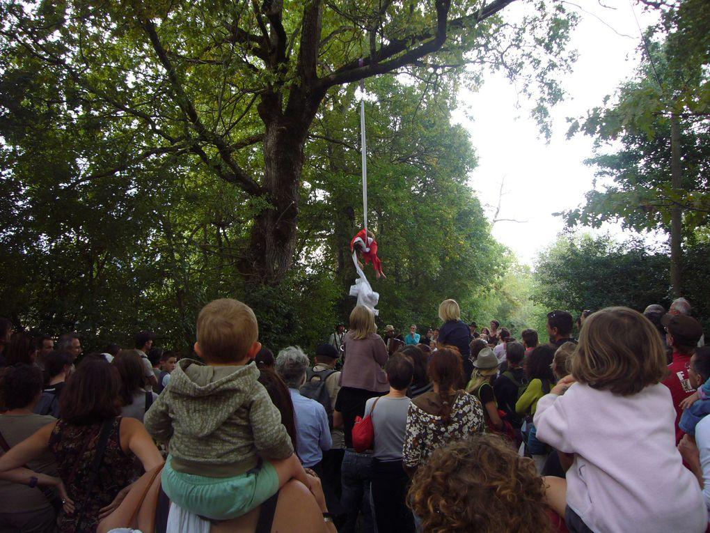 """Festival """"des têtes en l'air"""". Le Percy, septembre 2009. Organisation: """"Les Pieds dans l'ébron""""."""