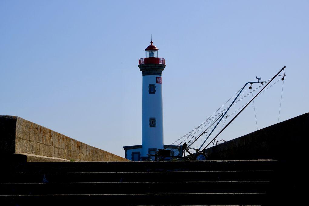 En 2018, c'est Matt Adnatte, un graffeur australien qui a réalisé cette merveilleuse fresque d'un garçon aborigène sur la façade de l'immeuble Caraïbes près du centre ville. Mais c'est aussi l'occasion de découvrir les formidables points de vue qu'offre le Pont de Saint-Nazaire. Un aperçu de la base sous-marine pour un étonnant jeux de miroir et enfin le phare du quartier du petit Maroc, le meilleur point de vue pour apercevoir les gigantesques paquebots prêts à prendre le large.........