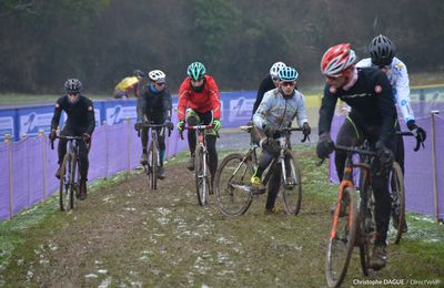 Annulations des cyclo-cross en série