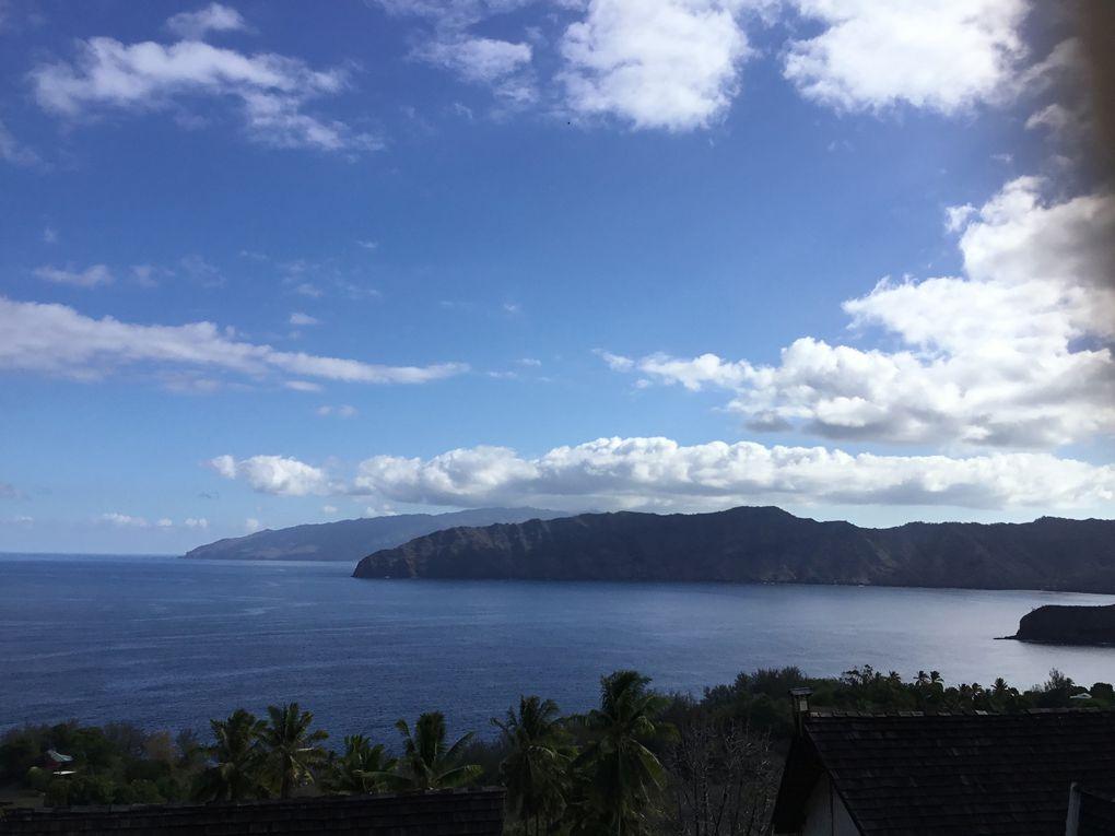 vues sur la baie des traitres d'Atuona et motu Anahake