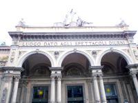 Arena del Sole, Monument a Garibaldi, Arcades, le long de la via dell'Independenza