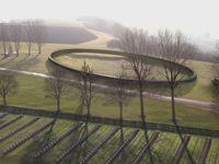 """A Notre-Dame de Lorette, l'anneau de mémoire et ses 579.606 noms de soldats tombés sur les champs de bataille du Nord Pas-de-Calais pendant la Première Guerre mondiale est inauguré le mardi 11 novembre par le Président de la République. Vous pouvez regarder la vidéo de l'inauguration de """"l'Anneau de mémoire"""" sur le site http://www.francetvinfo.fr/societe/guerre-de-14-18/video-commemoration-lanneau-de-la-memoire-inaugure_742285.html"""