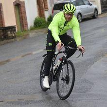 On a suivi ce lundi le cycliste professionnel berrichon Marc Sarreau pour son premier entraînement post-confinement - Condamné au home-trainer depuis le début du confinement, le cycliste Marc Sarreau a enfin pu rouler en extérieur, ce lundi. On l'a suivi. - (Antonin Bisson -Le Berry Républicain)