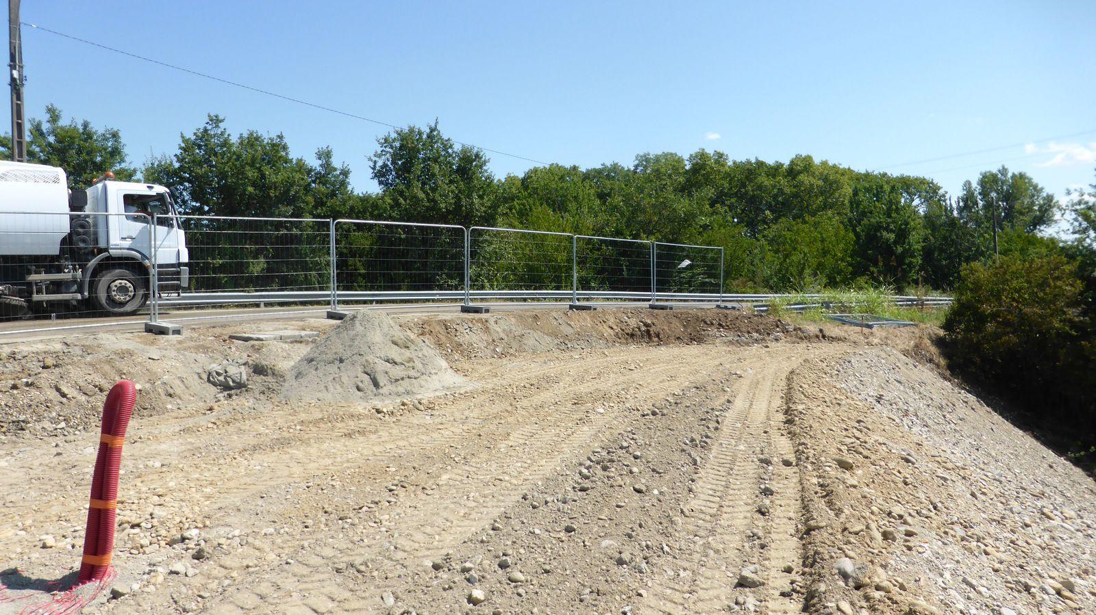 De nouveaux aménagements nous posent quelques surprises pour accéder sur le pont.