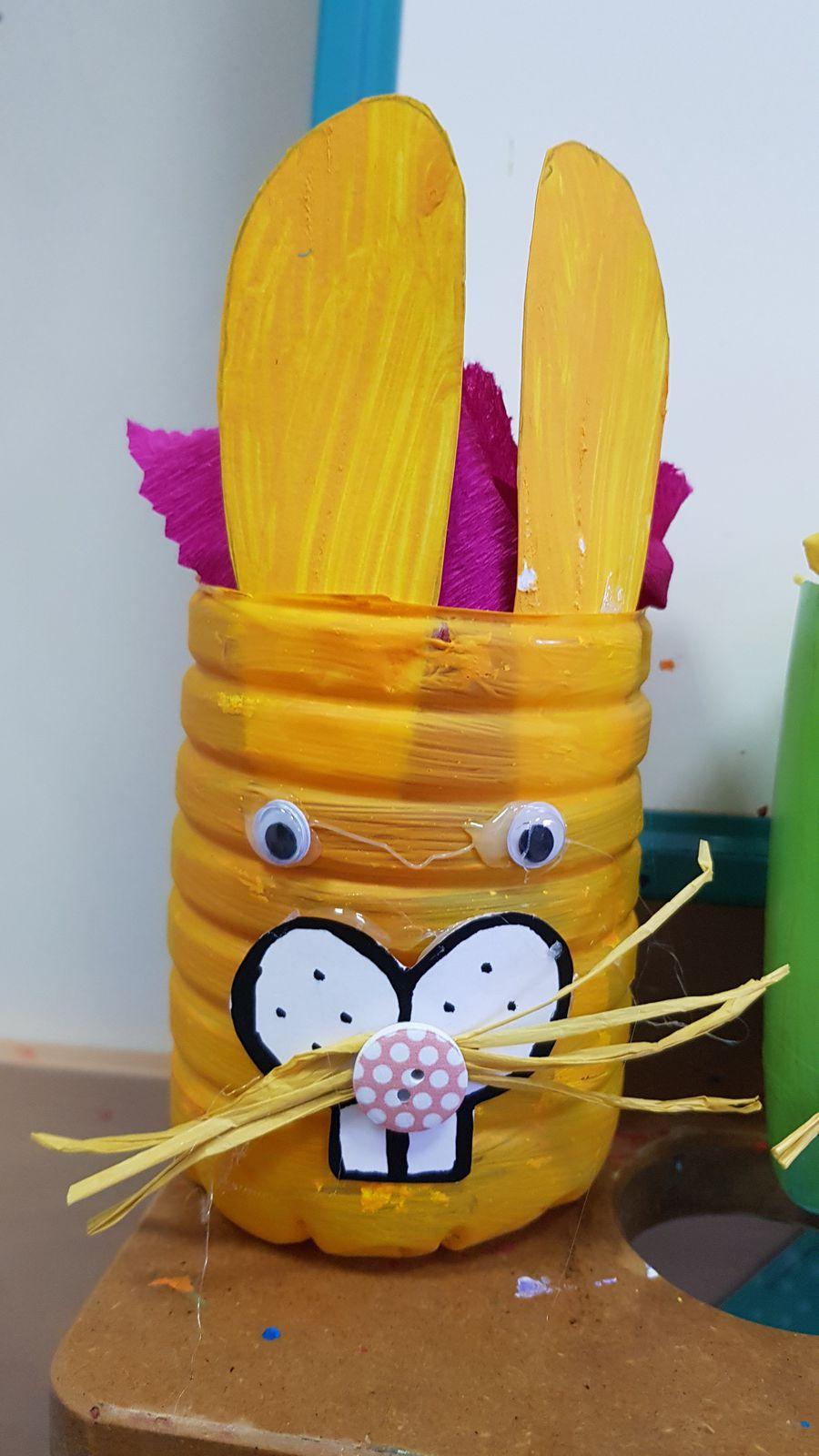Lapins de Pâques - en matériaux de récupération