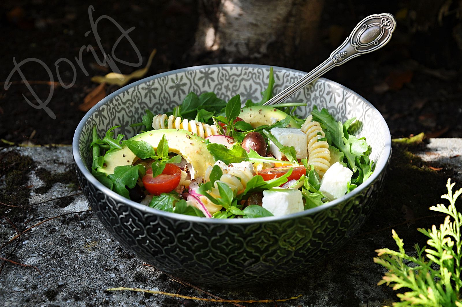 Salade de Fusilli à la Fêta, avocat, tomates cokctails, olives