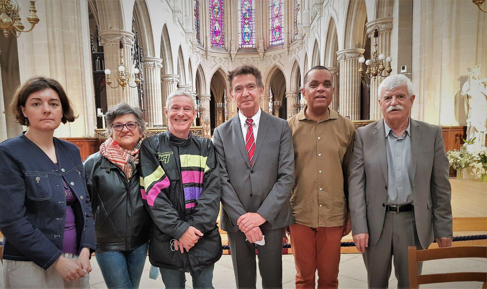 Sabine, Agnès et Hervé, Simon-Marcel et Denis entourent Georges Gasperini notre président, venu de Marseille pour l'occasion