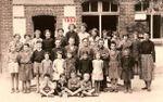 Groupe d'élèves à l'école du Plantis en 1952