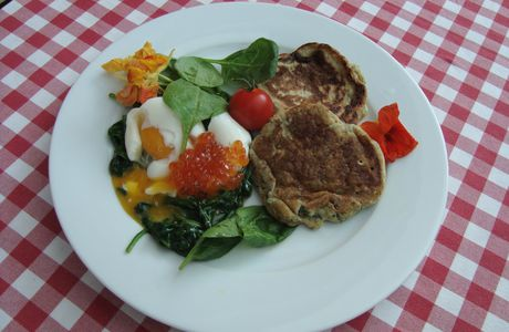 Blinis aux herbes & oeuf mollet