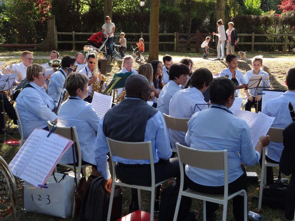 Atelier de peinture et Concert dirigé par Antione Samson sur la pelouse de Montgeron à l'occasion des journées du patrimoine 2012 .