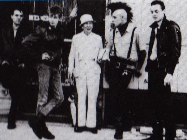blank ss, un groupe punk français formé au début des années 1980 à saint-étienne composé de laurent et philippe avec bassiste et batteur