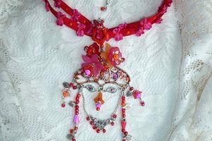Mentawaï Homme-Fleurs - Collier talisman et sa divinité protectrice chamanique au style ethnique chic