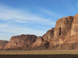 """Les magnifiques vues sur le Wadi Rum, dont la fameuse falaise des """"sept piliers de la sagesse"""""""