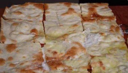 Rotolo di focaccia al formaggio di Recco con salsiccia di Pignone, zucchine e mozzarella