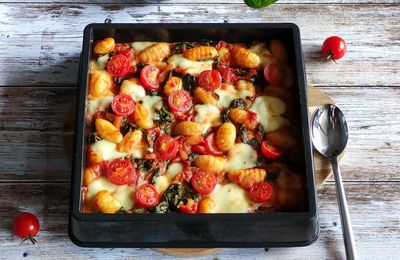 Gratin de gnocchis épinards tomates et mozarella